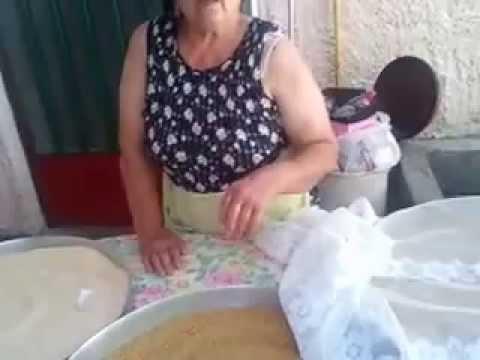 Πως να φτιάξουμε ξυνό και γλυκό τραχανά όπως οι γιαγιάδες μας