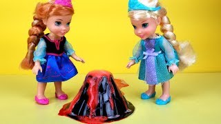 Science experiments ! Elsa and Anna toddlers - school - class - lab - volcano - Barbie is teacher