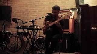 Carlos Quebrada - E-Bass