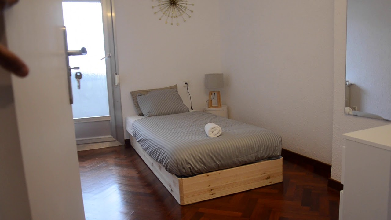 Lovely 3-bedroom apartment with patio and terrace for rent in L'Hospitalet de Llobregat.