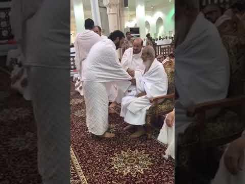 العرب اليوم - شاهد: لحظة تقبيل عبد الله بن بندر رأس المفتي
