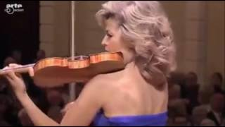 Anne-Sophie Mutter plays Bach