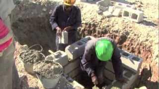 preview picture of video 'Medici Senza Frontiere: costruire una struttura di emergenza a Haiti'