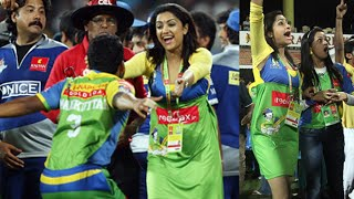 Mamtha Mohandas Bursts Out Of Happiness Supporting Kerala Strikers Against Karnataka Bulldozers