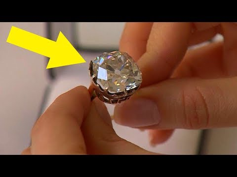 Woman Wears $13 Ring For 30 Years, Looks Again And Realizes She's A Millionaire