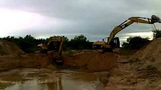 preview picture of video 'EXCAVADORA CAT 320 CL TRABAJANDO EN OBRAS RIO PIRAI'