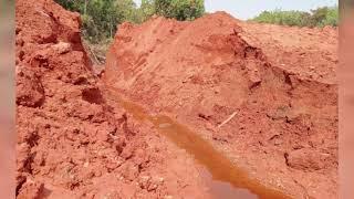 Uma barragem se rompeu parcialmente e despejou resíduos e dejetos no Rio Areado.