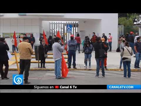 Gobierno de Puebla niega salarios y contrataciones a maestros