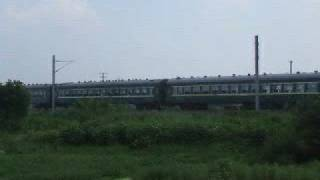 preview picture of video 'Railfaning 08/08/07:DF4B + passenger trains'