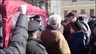 В Киеве ОТОВАРИЛИ НАЦИКОВ Штурм палаток ПОРОШЕНКО