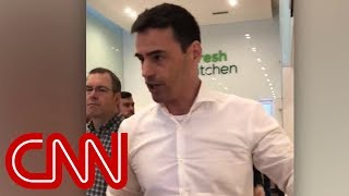 Man to Spanish speakers at New York restaurant: 'My next call is to ICE' - Video Youtube