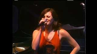 THE DONNAS Wasted On Your Love 2009 LiVe