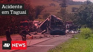 Polícia investiga se falha humana causou batida que matou mais de 40 pessoas em SP