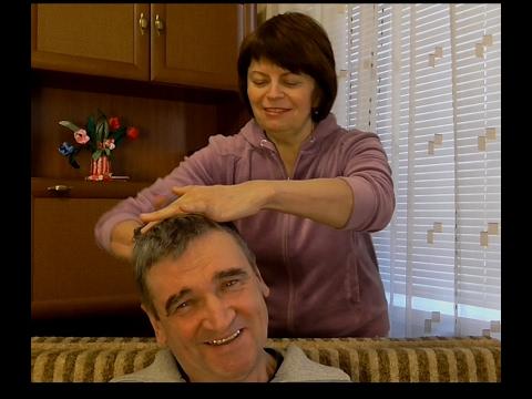 МАССАЖ ГОЛОВЫ. Как улучшить рост и густоту волос  Делаю массаж головы мужу