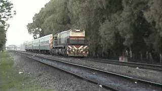 preview picture of video 'GT22 9084 pasando por Santos Lugares.'