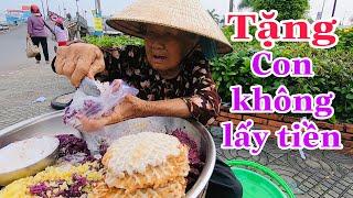 Thanh niên may mắn được bà cụ bán xôi nổi tiếng miền Tây tặng cho gói xôi ăn sáng - TÂM RÒM VLOG