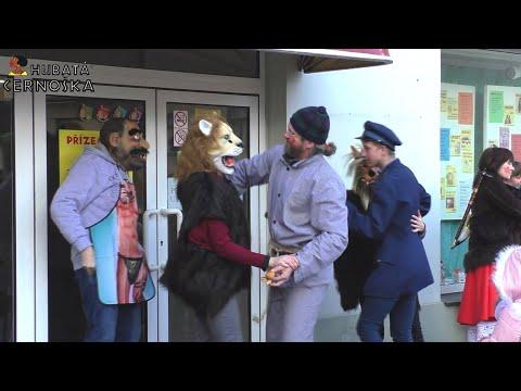Sedlčanský masopustní průvod  - zastávka u Hubaté černošky