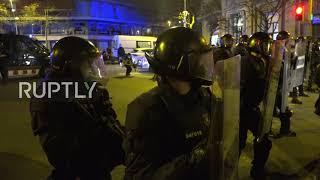 Hiszpania: Protestujący rzucają butelkami w policję w Barcelonie,  zamieszki związane z aresztowaniem rapera trwają.