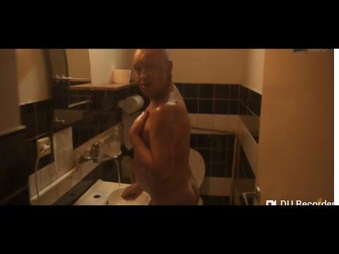 Dario myje się kiblu - Ślepnąc od świateł