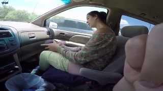 девушка родила в машине!!