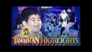 Yorme slips after trying to get his shoe | Tawag ng Tanghalan