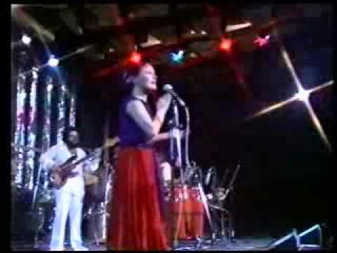 Elis Regina - Ponta de areia/Fé cega, faca amolada/Maria, Maria - (Montreux) online metal music video by ELIS REGINA