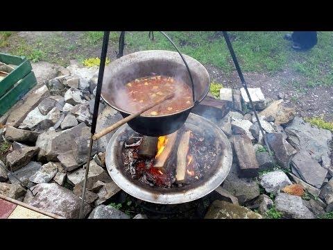 Kesselgulasch kochen ~ 30 Liter Kessel über Lagerfeuer @ Mai 2014