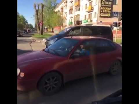 В ГИБДД заинтересовались проездом несанкционированной автоколонны 9 Мая на красный