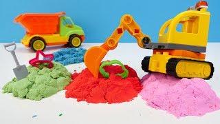 Die Spielzeugautos spielen mit kinetischem Sand und PlayDoh - Spielzeugvideo für Kinder