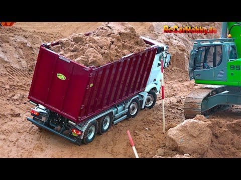 AMAZING R/C TRUCK ACTION - Will It Drop Down... AT CONSTRUCTION WORLD - Nov 2017 P4
