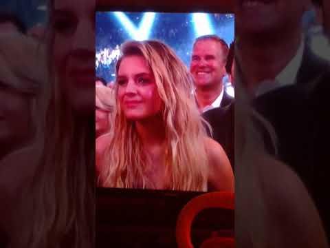 "Carrie Underwood ACMs 2018 ""cry pretty"""