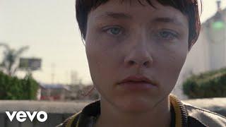 Kadr z teledysku Runaway Train tekst piosenki Jamie N Commons & Skylar Grey