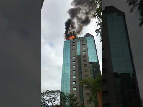 Incêndio de grandes proporções atinge prédio em bairro nobre de SP