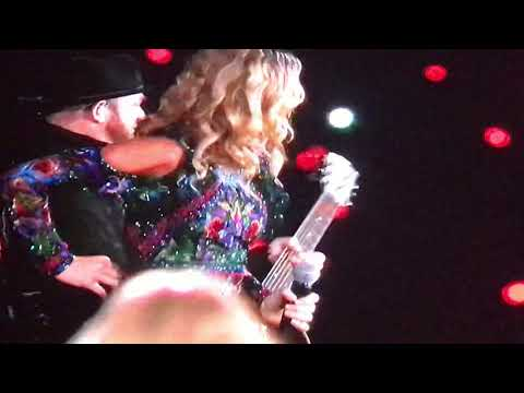 Taylor Swift singing Babe live with sugarland in Arlington Texas 10/6/18 reputation full