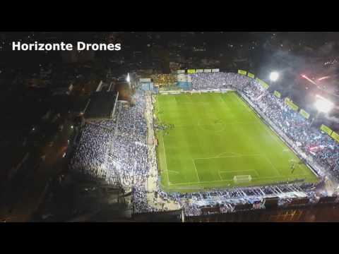 """""""[ ATLÉTICO TUCUMÁN VS PEÑAROL ] Recibimiento visto desde un drone."""" Barra: La Inimitable • Club: Atlético Tucumán"""