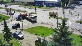 В Ярославле эвакуатор приехал на место ДТП и сам врезался