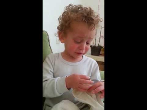 הילד החמוד והמצחיק הזה רוצה רק דבר אחד קטן...