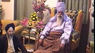 Baba Virsa Singh ji speaking to foreign guests on various topics