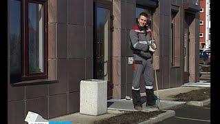 Петрозаводский дворник наказал любителей мусорить