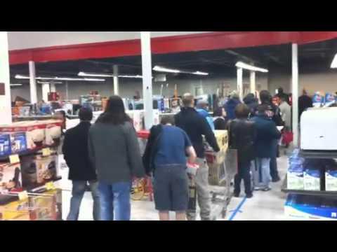 Fry's Black Friday 2010 videos: Insane Lines!