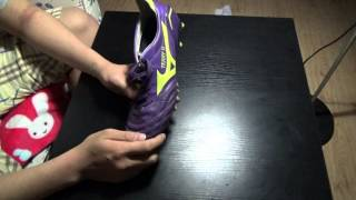 preview picture of video 'How to Stretch Brand New Soccer Shoes / How to make your shoes bigger | Arirang Kickerz'
