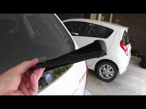 Hyundai Tucson City rear wiper removal