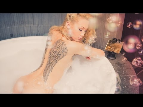 BUBBLES! Beautiful Boudoir portraits on a Budget