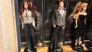 Twilight Barbie dolls. Eclipse, breaking down.