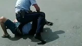 Стычка с полицейским в Жамбылской области: нарушитель попросил прощения