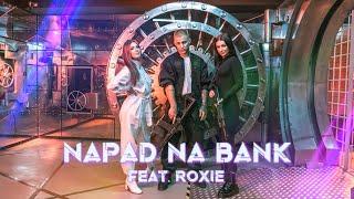 Kadr z teledysku Napad na bank tekst piosenki Ekipa feat. Roksana Węgiel