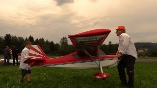 2x Huge Super Decathlon Modell Airplane and 2x very Young Pilots