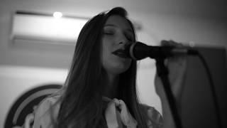 Yami Safdie - Tan Fuerte