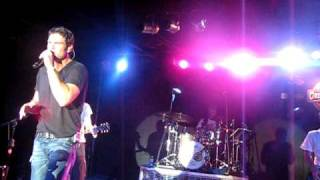 Chuck Wicks singing Mine All Mine at The Grizzly Rose