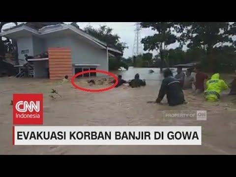 Evakuasi Korban Banjir di Gowa Berlangsung Dramatis